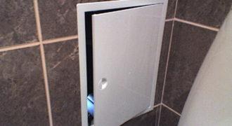 Как установить пластиковый ревизионный люк в ванной